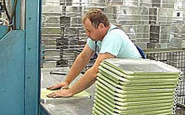 jeder Boxendeckel mit einer abziehbaren Folie geschützt