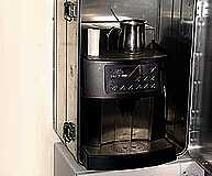Transport von Kaffeemaschine auf Baustelle